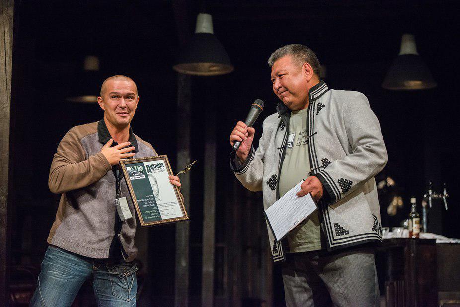 Василий Скиданов получает специальный приз жюри