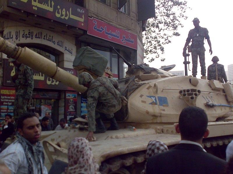 Танки на площади Тахрир в Каире. 2011
