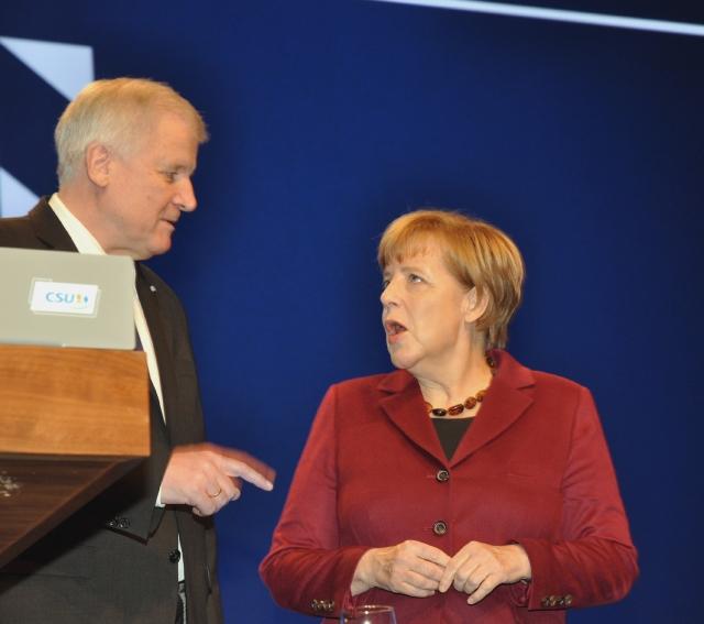 Партия ХСС в Баварии требует отставки своего лидера Хорста Зеехофера
