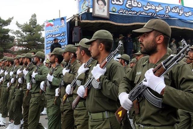 Военнослужащие Ирана на параде. Ахваз