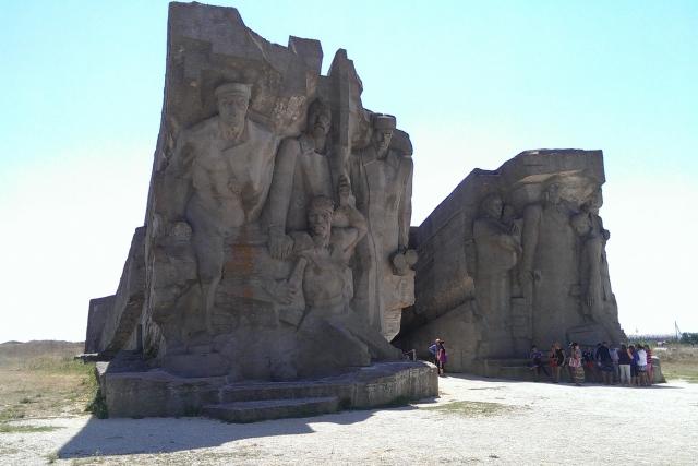 Вход в  Аджимушкайские каменоломни. Керчь