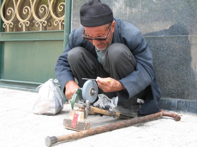 Старик за работой
