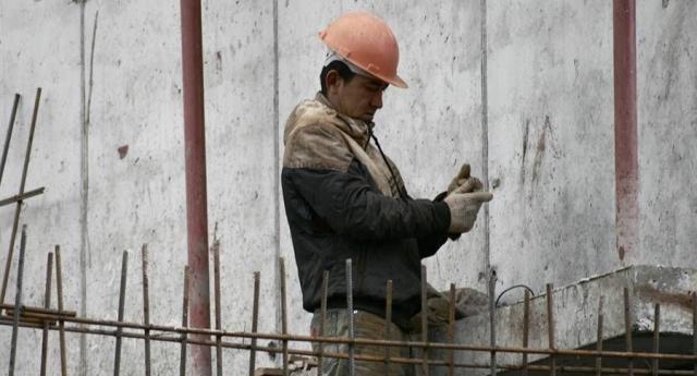 Подводят заказчики и кредиты: почему строителям на Ямале не платят