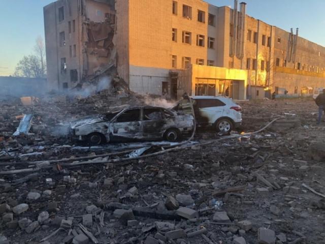 Разбор завалов на месте взрыва в Гатчине будет идти всю ночь