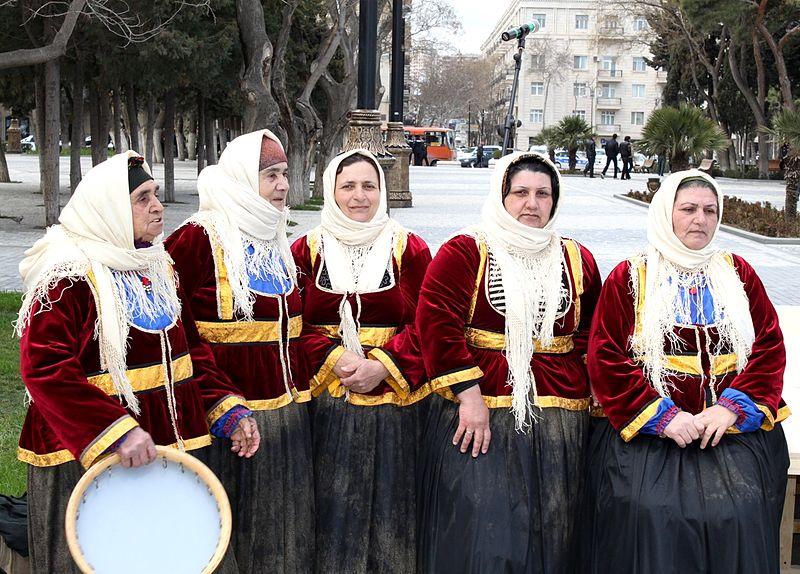 Талышки-участницы фольклорного ансамбля «Бабушки» из Азербайджана в национальных костюмах, 2010 год