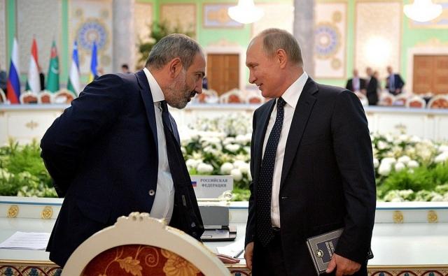 Никол Пашинян и Владимир Путин в Душанбе