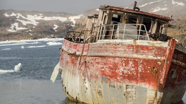 500 тонн отходов и металлолома вывезли с ненецкого побережья в Архангельск