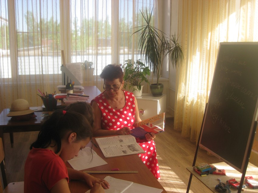 Волонтёр ведёт занятие в Волжском детском доме