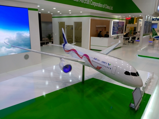 Проект российско-китайского широкофезюляжного лайнера C929 (модернизация ИЛ-96), представленный в Париже в 2017 году