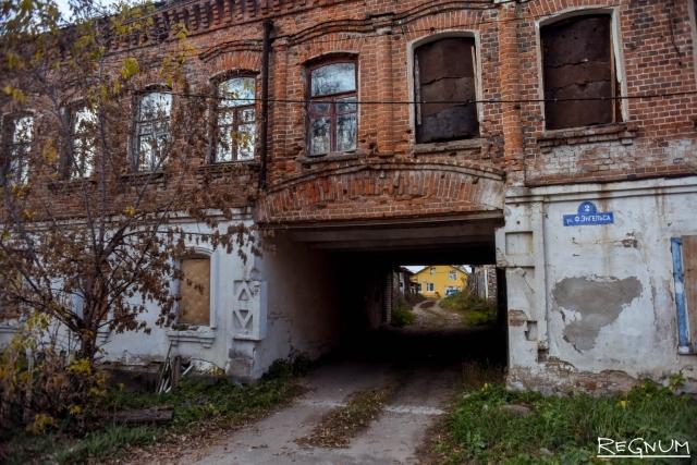Жириновский: Фракция ЛДПР встанет в кольцо вокруг старых домов Боровска