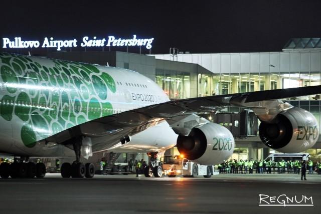 Пассажирский авиалайнер Airbus A380-800 впервые прибыл в Пулково