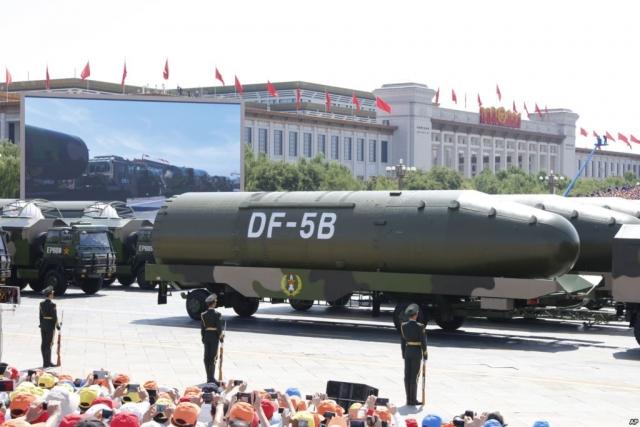 Баллистическая ракета DF-5B на параде вооружённых сил КНР