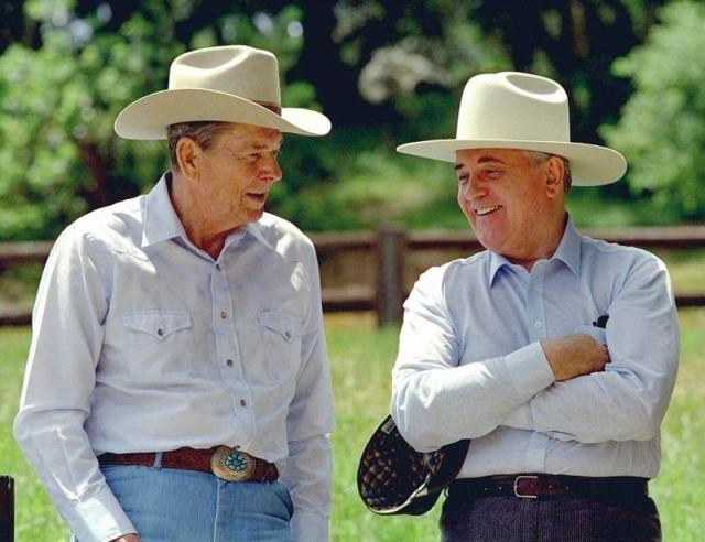Рейган и Горбачев на ранчо Рейганов в Калифорнии. 1992