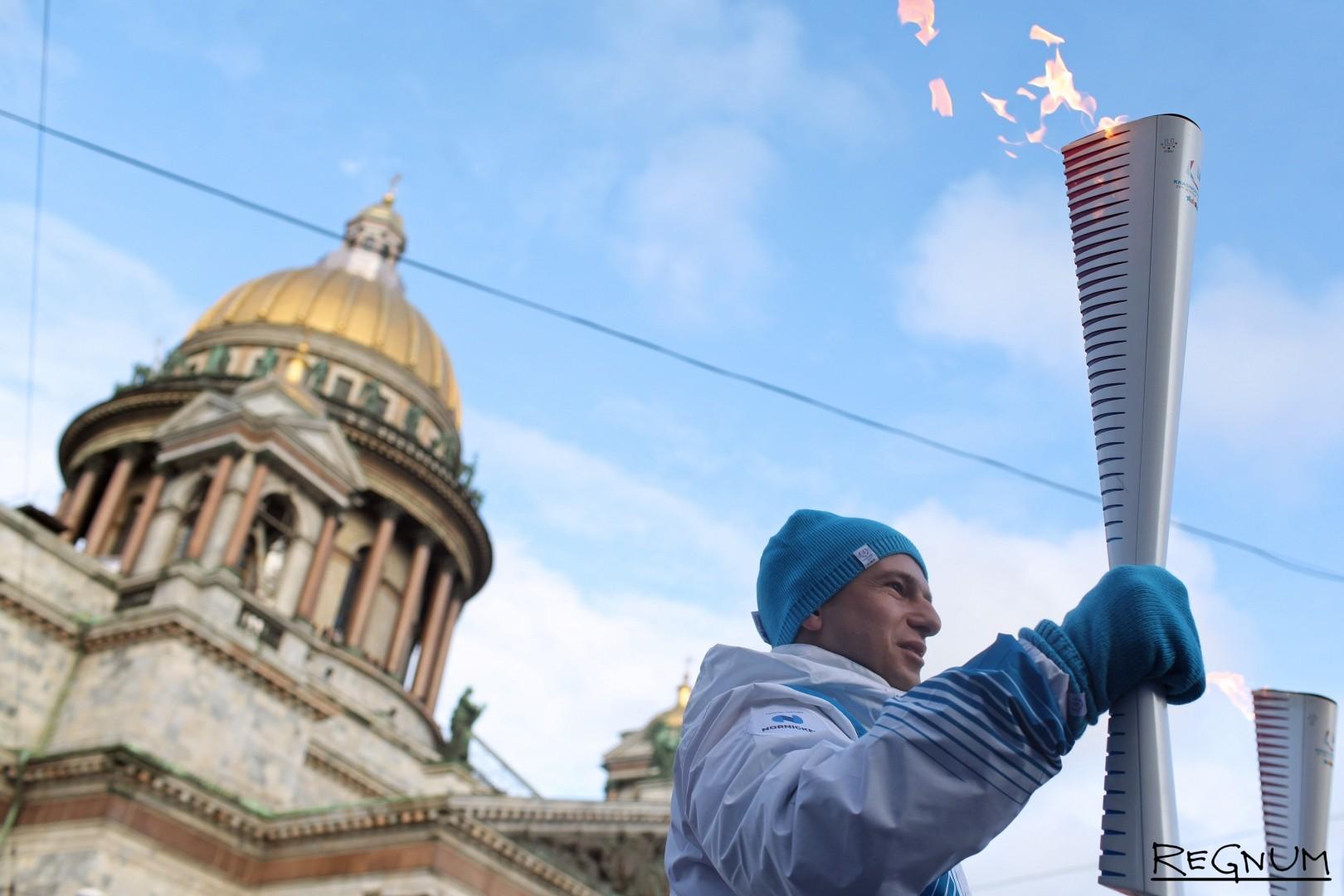 Эстафета огня в Петербурге на Исаакиевской площади