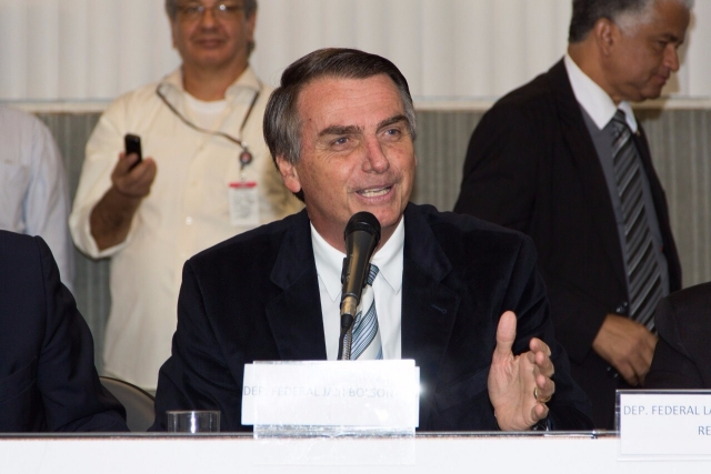 Макрон поздравил Жаира Болсонару с избранием на пост президента Бразилии