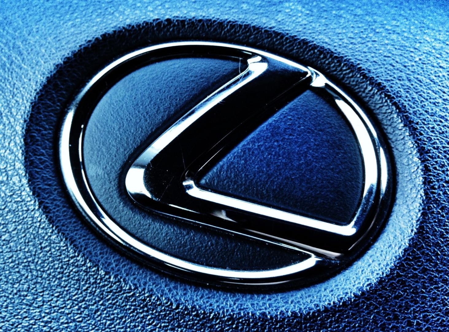 Фото с эмблемами машин