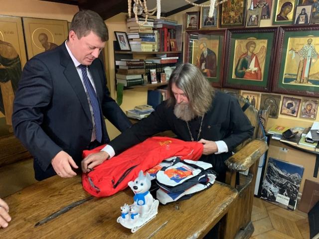Мэр Красноярска передал подарки горожан Фёдору Конюхову