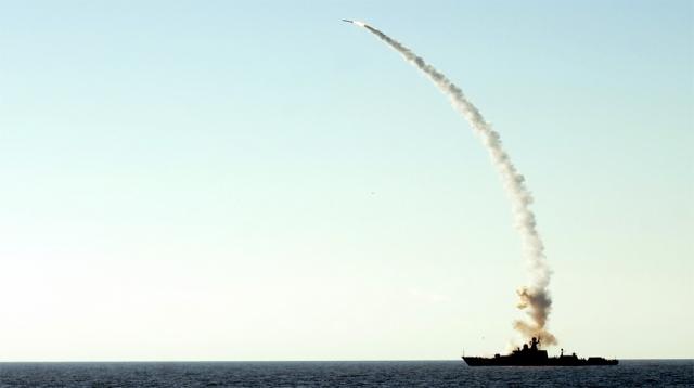 Запуск крылатой ракеты «Калибр» с корабля ВМС России