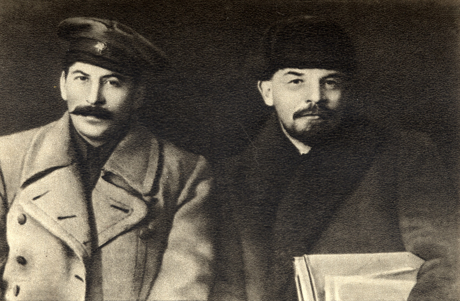 Иосиф Сталин и Владимир Ленин в 1919 году