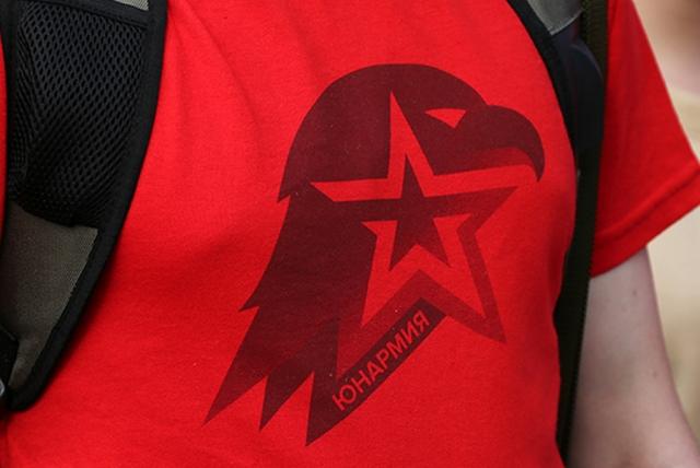 В Екатеринбурге школьников приняли в ряды Юнармии и РДШ