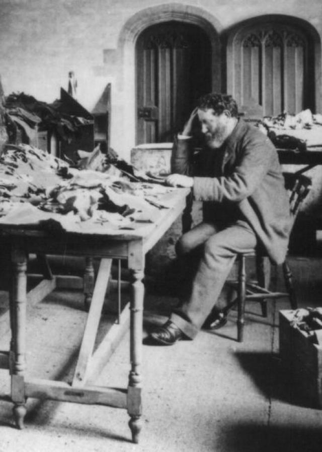 Соломон Шехтер за изучением материалов Каирской генизы. 1895