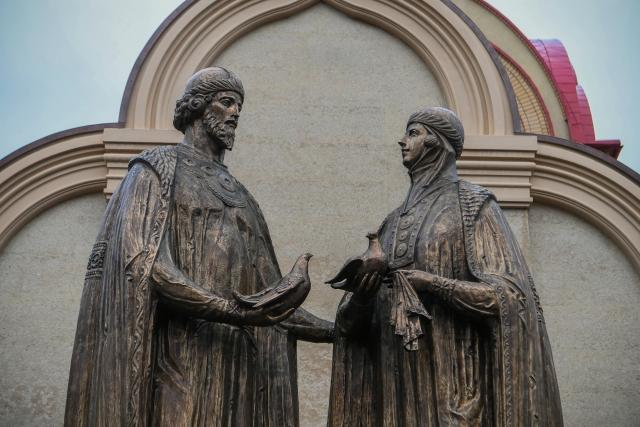 В Казани открылся памятник святым Петру и Февронии