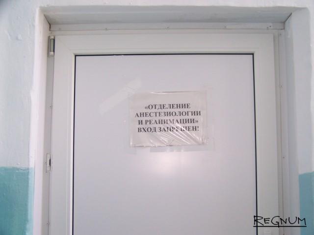 Дверь в отделение реанимации ЦРБ Топчихинского района, за которой помогают не всегда и не всем