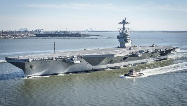 ВМС США получили авианосец «Джеральд Форд» без подъемников для бомб