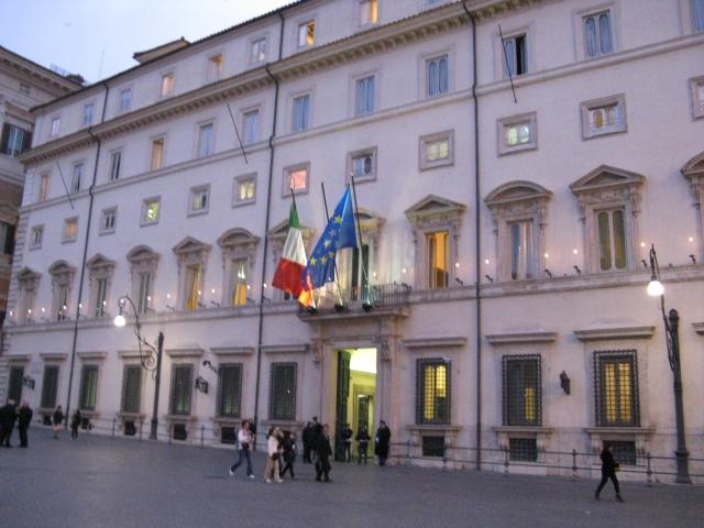 В Еврокомиссии допускают введение санкций против Италии