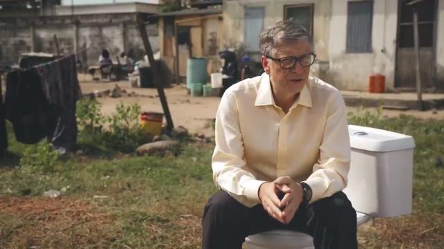 Билл Гейтс представил в Китае инновационный туалет без воды за $200 млн