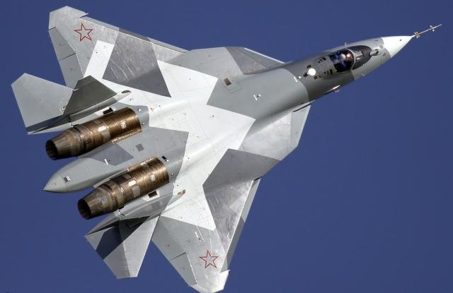 Истребитель Су-57 в действии крупным планом. Видео