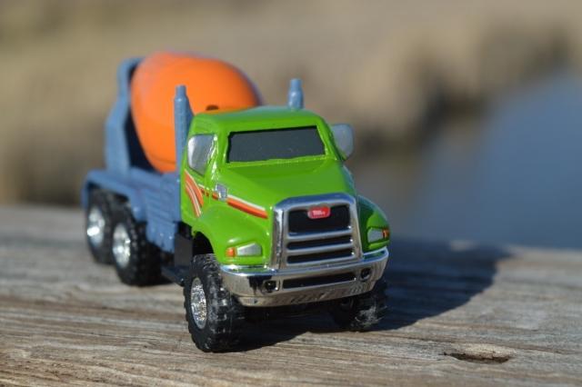 Компания Nikola представила модель грузовика на водородной установке