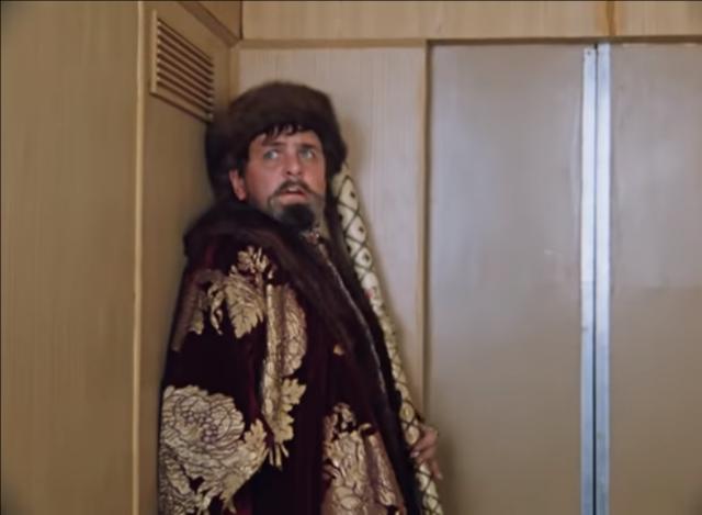 «Замуровали, демоны»: в Петербурге дом в 500 квартир ждет лифта пятый месяц
