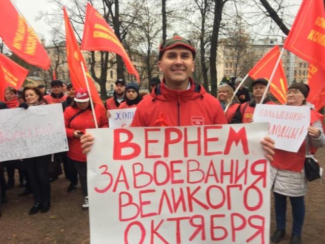 Коммунисты Петербурга требуют выгнать Глацких и подать броневик к Смольному