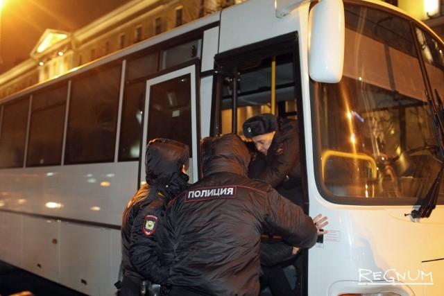 Задержание во время акции на площади Ленина