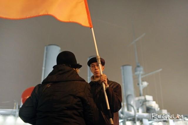 Акция КПРФ у крейсера «Аврора»