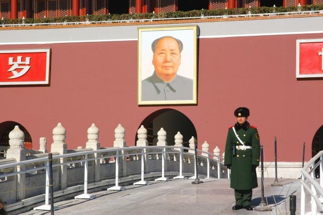Портрет Мао Цзедуна на площади Тяньаньмэнь