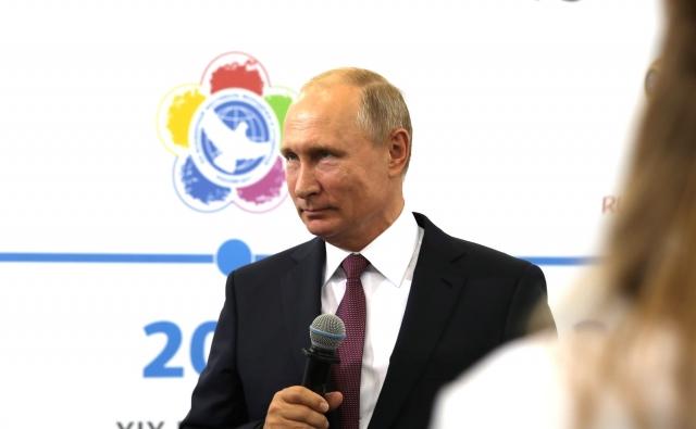 Путин примет участие в Парижском форуме мира