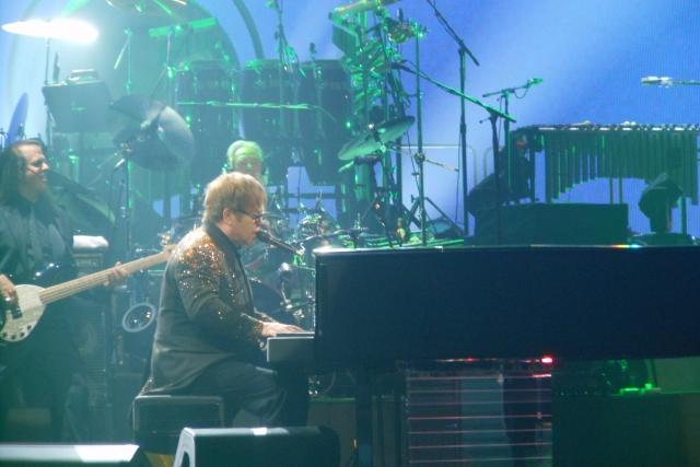 Элтон Джон назвал даты новых концертов прощального тура The Rocket Man