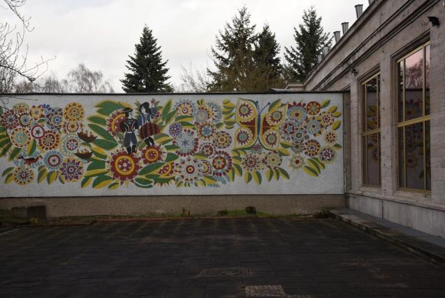 Мозаичная стена на Аллее Карла Маркса в Берлине (Karl-Marx-Allee). Монументальная улица в стиле социалистического классицизма – одна из главных улиц Восточного Берлина. На ней проводились марши и парады
