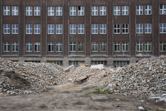 Функхауз Берлин ( Funkhaus Berlin). С 1956 по 1990 год в здании Функхауз размещалась  восточнонемецкая радиокомпания «Радио ГДР». Запись радиопрограмм производилась в многочисленных звукозаписывающих студиях, а также в студии 1, оборудованной очень хорошей акустикой, где работали 5 тысяч сотрудников