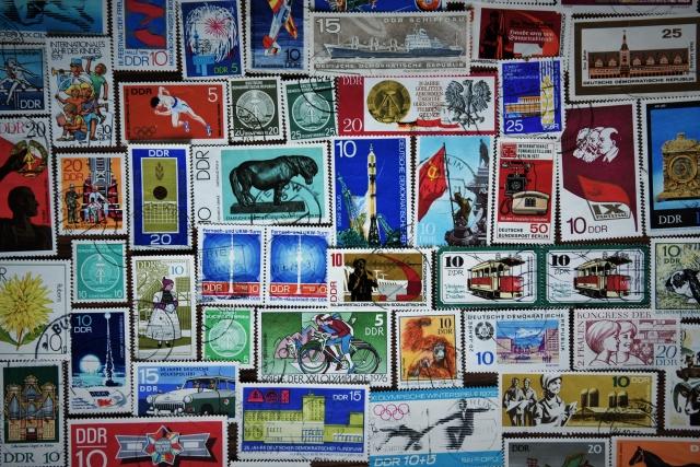 Марки ГДР из частной коллекции. В октябре 1990 года из обращения изъяли все почтовые марки ГДР, изданные с января 1964 по июнь 1990-го. Некоторые образцы марок ГДР сегодня оценивают в несколько тысяч евро