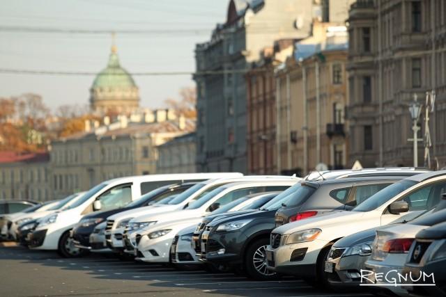 Беглову пожаловались на автомобили, заезжающие в пешеходные зоны Петербурга