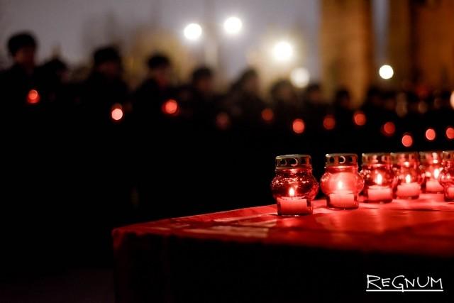 Зажжение свечей в память по погибшим при защите правопорядка
