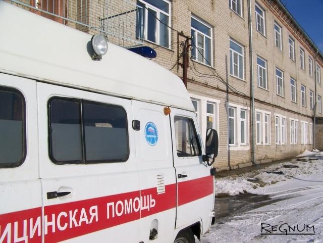 Скорая у здания ЦРБ Топчихинского района Алтайского края