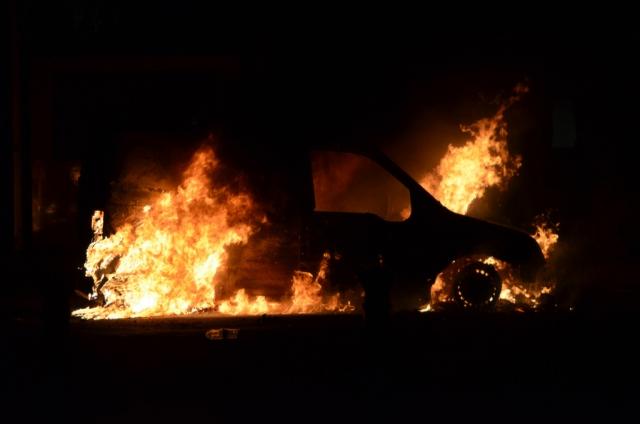 Лидер протестующих автовладельцев Украины сжёг свой автомобиль
