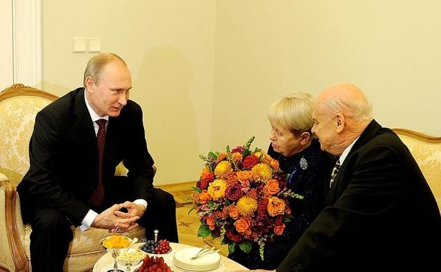 Путин поздравил Александру Пахмутову с днём рождения