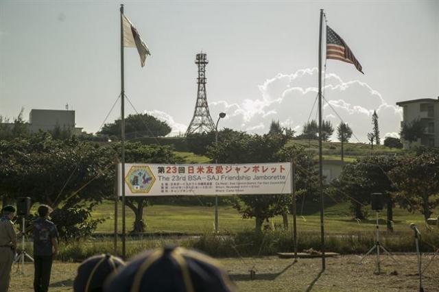 Американская военная база на Окинаве. Флаги США и Японии