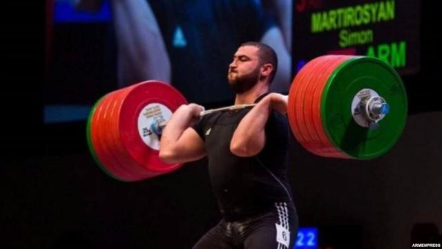 Армянский тяжелоатлет стал чемпионом мира, дважды побив мировой рекорд