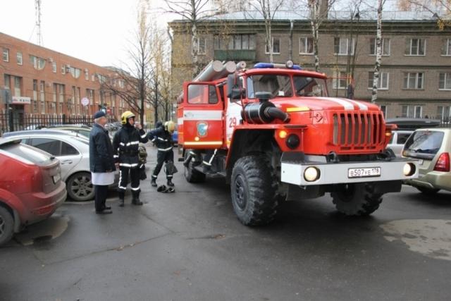 Пожар в «Ленте» в центре Петербурга локализован, пострадавших нет